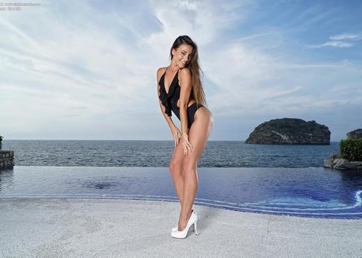 Lorena Garcia - InTheCrack - Solo Hot Gallery