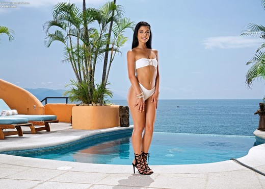 Gina Valentina - InTheCrack - Solo Nude Pics