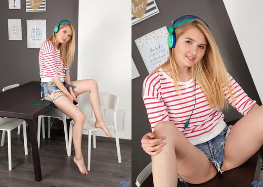 Lia - Blonde Teen - Nubiles - Teen Sexy Gallery