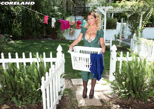 Aurora Rose - Sun-kissed Brit Tits - ScoreLand - Boobs Nude Gallery