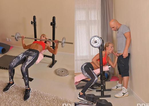 Victoria Pure - Home Gym Double Penetration - Hardcore TGP