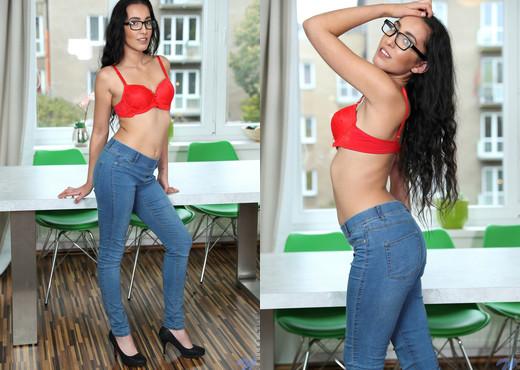 Amanda Estela - Sexy Nerd - Nubiles - Teen Porn Gallery