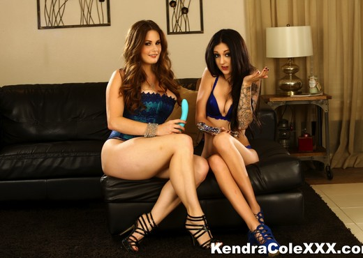 Sexy Kendra Cole has a hot lesbian experience! - Lesbian Sexy Gallery