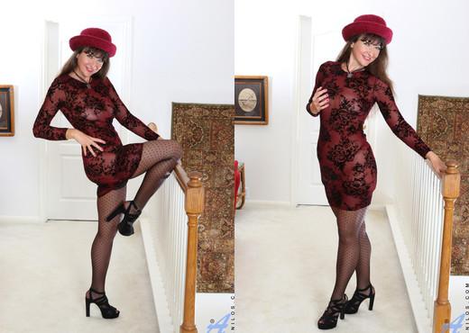 Belinda Brush - Pussy Show - Anilos - MILF Image Gallery