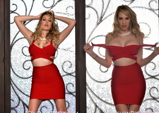 Brett Rossi ready for a night out - Solo Picture Gallery