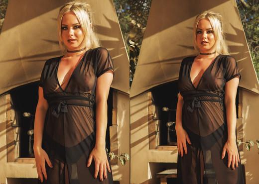 Sara Louise - Overlooked - Hayley's Secrets - Solo Nude Gallery