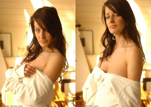 Helen Going Green - Girlfolio - Solo Nude Pics