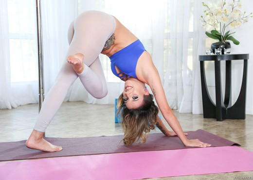 Sophia Grace - Flexible Sophia's Anal Contortion - Anal Picture Gallery