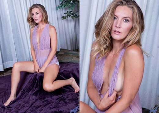 Mona Wales - Sexy Mama - Anilos - MILF Hot Gallery