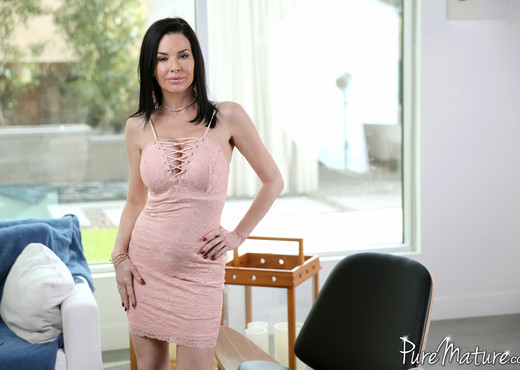 Veronica Avluv - Veronica's Seduction - Pure Mature - MILF Sexy Photo Gallery