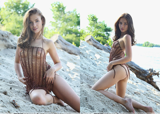 Catch Me - Paula U. - Femjoy - Solo Nude Gallery