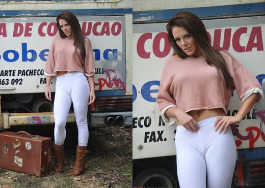 Jennifer Nexus - Bus Stop - Girlfolio - Solo Nude Gallery