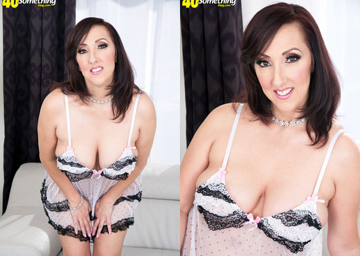 Up and down and all around with Missy Masters - MILF Image Gallery