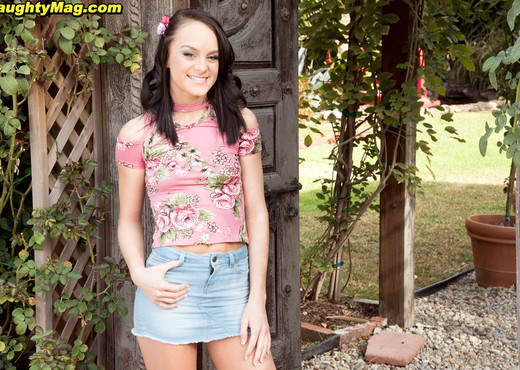 Kylie Martin - Back Porch Pussy - Naughty Mag - Amateur Nude Pics