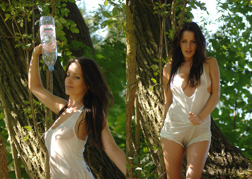 Helen Back To Nature - Girlfolio - Solo Nude Gallery