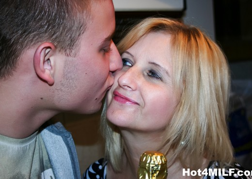 Fun blonde MILF fucks a younger guy - Hot 4 MILF - MILF Image Gallery