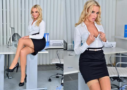Victoria Pure - Seductive Secretary - Anilos - MILF TGP