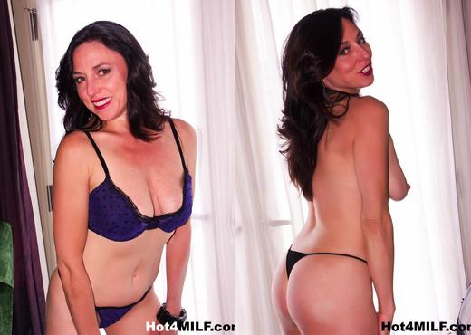 Super sexy Karen Kougar gets a cock in her ass - Hot 4 MILF - Anal TGP