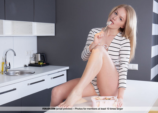 Creamy - Lee D. - Femjoy - Solo Nude Pics