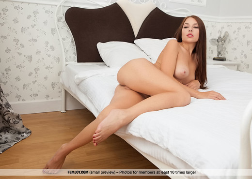 Come To My Bed - Niemira - Femjoy - Solo Picture Gallery