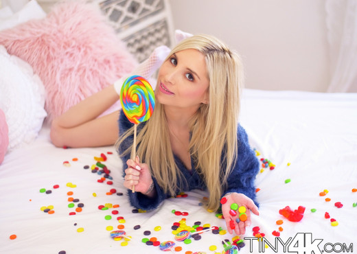Piper Perri - Licking Huge Lollipops - Tiny 4K - Hardcore Nude Pics
