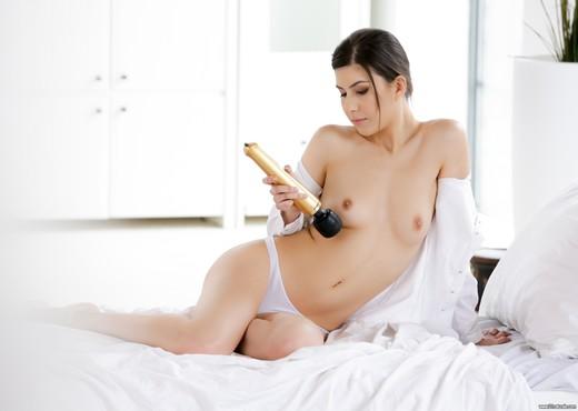 Anya Krey - Full Pleasure - 21Naturals - Hardcore Nude Pics