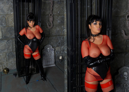 Jasmine Black in a dungeon fucking her sex slave well - BDSM Porn Gallery