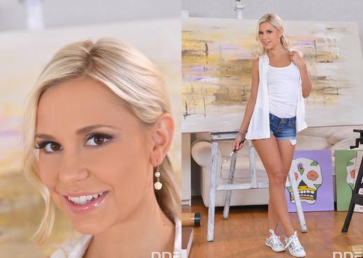 Lola N. - Perfect XXX Masterstroke - Toys HD Gallery
