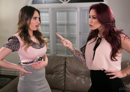 Quinn Wilde, Monique Alexander - Love and Hate - Girlsway - Lesbian Picture Gallery