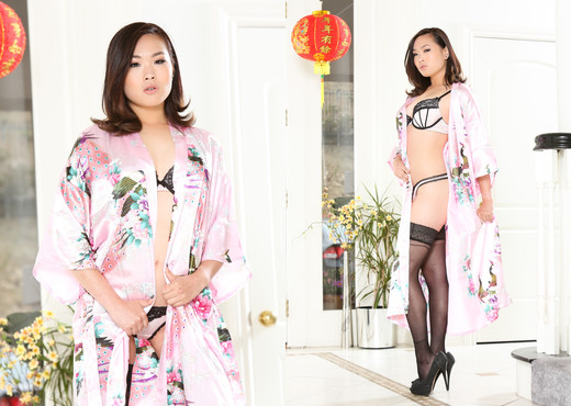 Kaya Lin - Pho King Asians #03 - Devil's Film - Asian TGP