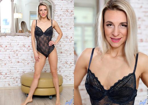 Bianca Ferrero - Fit Chick - Anilos - MILF Porn Gallery