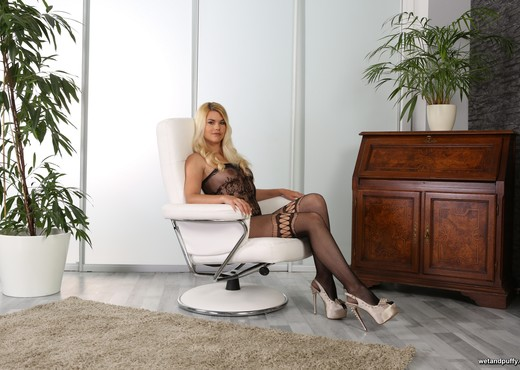 Wet and Puffy - Stunning blonde Delphine orgasms with dildo - Toys Nude Gallery