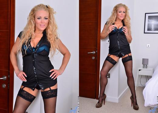 Rebecca Jane Smyth - Hot Mama - Anilos - MILF Nude Gallery