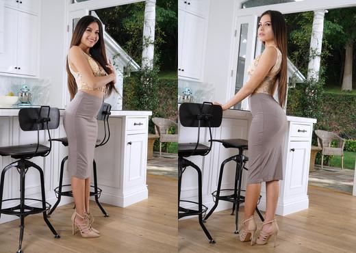 Zaya Cassidy - InTheCrack - Solo Sexy Gallery