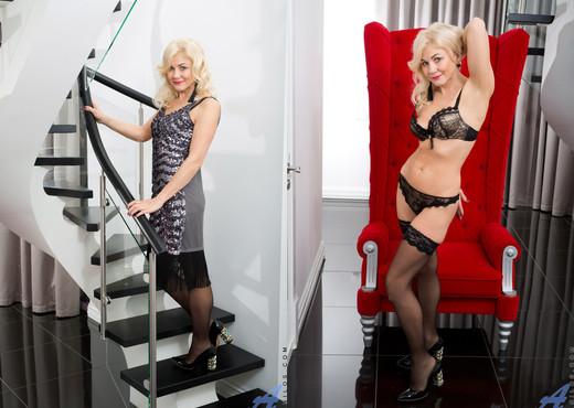 Sweet Sylvie - Anilos - MILF Nude Pics