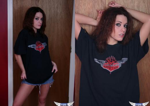 Serena - Rock Chick - SpunkyAngels - Solo Picture Gallery