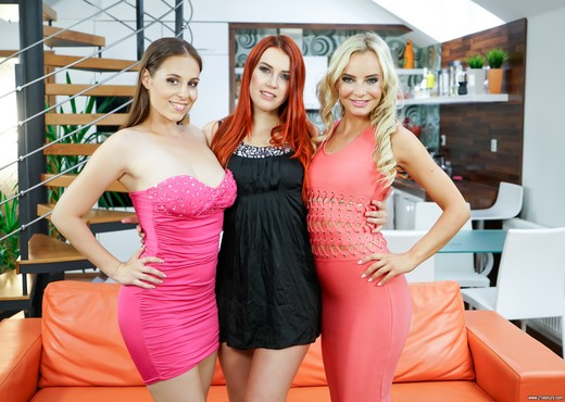 Antonia Sainz, Victoria Pure, Charlie Red - Lez Play - Lesbian Nude Gallery