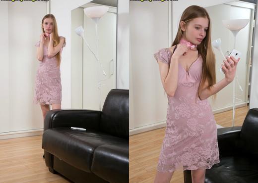 Alexa - Small girl, big bush - Naughty Mag - Amateur HD Gallery