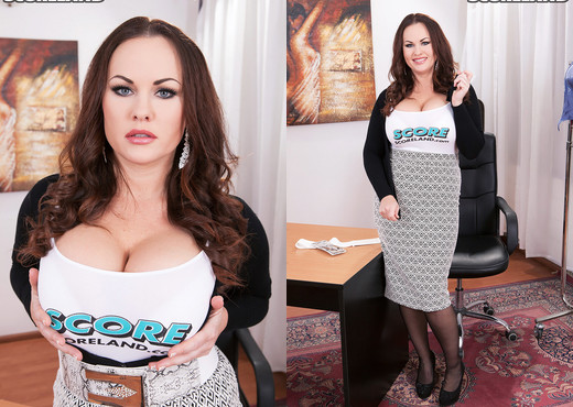 Ellis Rose - Ellis Finds A Bra That Fits Her Big Tits - Boobs Hot Gallery