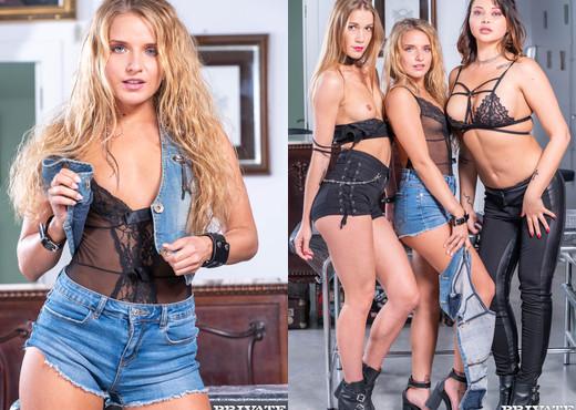 Sofi Goldfinger, Alexis Crystal & Anna Polina in foursome - Hardcore Nude Pics