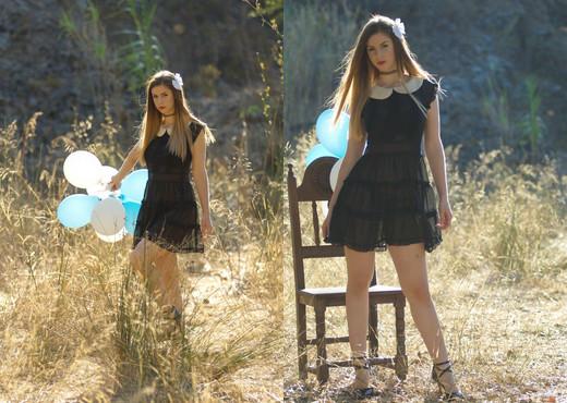 Stella Cox - Pretty Balloons - BreathTakers - Solo HD Gallery