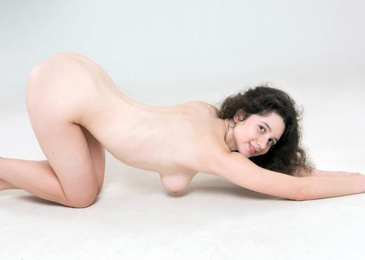 Jenifer - Watch4Beauty - Solo Nude Pics
