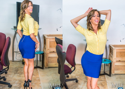 MilfVR - Fucking the Fawx - Alexis Fawx - MILF Picture Gallery
