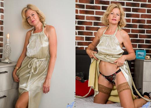Diana Gold - Sexy Diana - Anilos - MILF Image Gallery
