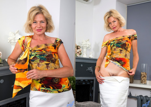 Diana Gold - Mature Beauty - Anilos - MILF Picture Gallery