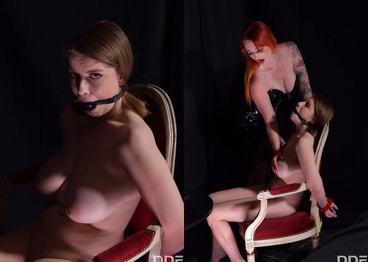 Zara DuRose, Alice Wayne - Femdom Fuck Machine - Lesbian Nude Gallery