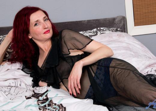 Zinnia Blue - Foxy Redhead - Anilos - MILF HD Gallery