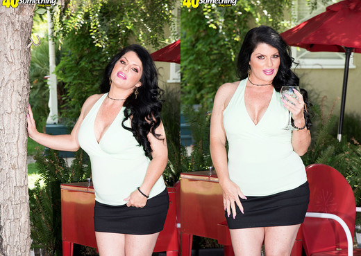 Formerly Jade Steele, now she's Ivy Ices! - MILF Picture Gallery