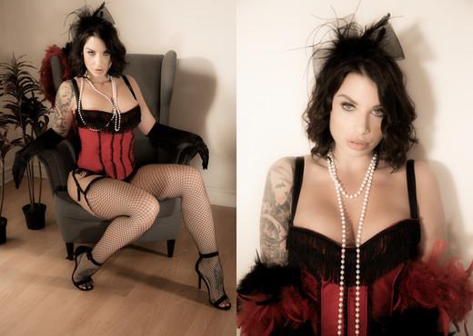 Ivy Lebelle - The Heist - Evil Angel - Anal Nude Gallery