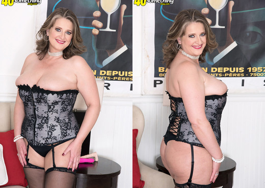 Kerry Martin - Kerry and The Fuck Machine - MILF Picture Gallery